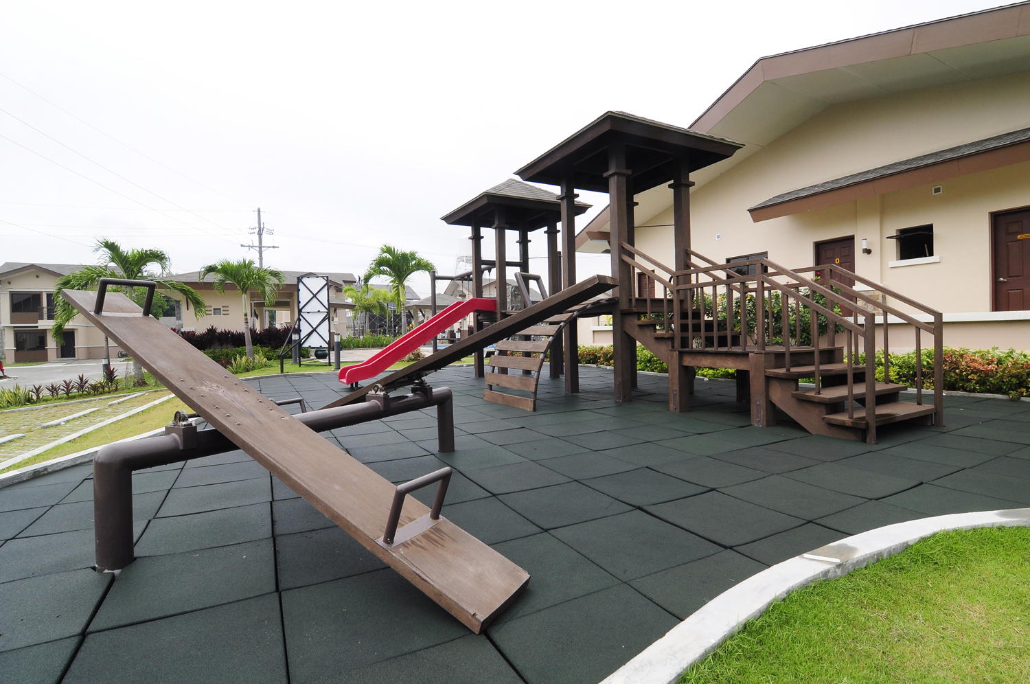 willow-park-homes-play-ground